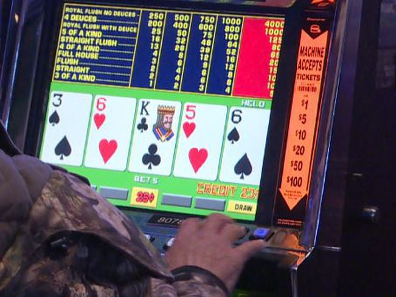 Online Blackjack Verses Traditional Casinos